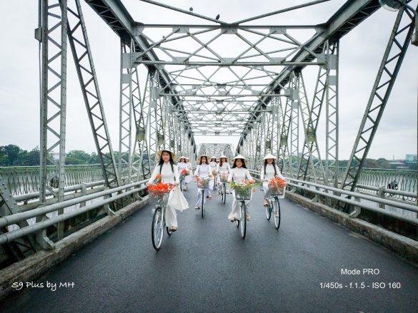 """""""Em chở mùa hè của tôi đi đâu"""" by Galaxy S9+"""