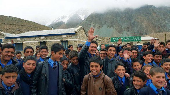 Pakistan – Hạnh phúc, Kỳ vĩ, Không chỉ tiếng súng