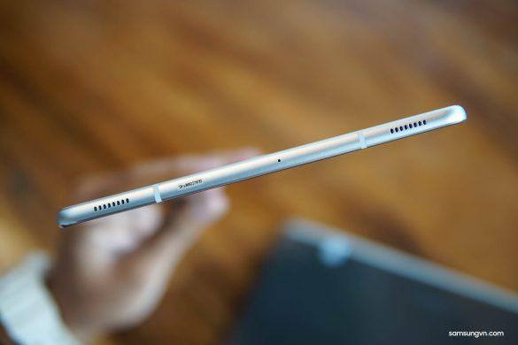 Mở hộp Galaxy Tab S4: máy đẹp, 4 loa AKG rất hay, màn hình rực rỡ