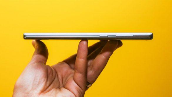 Trên tay Galaxy Note9 Cloud Silver: màu bạc nam tính, nhưng có vẻ không nổi bật