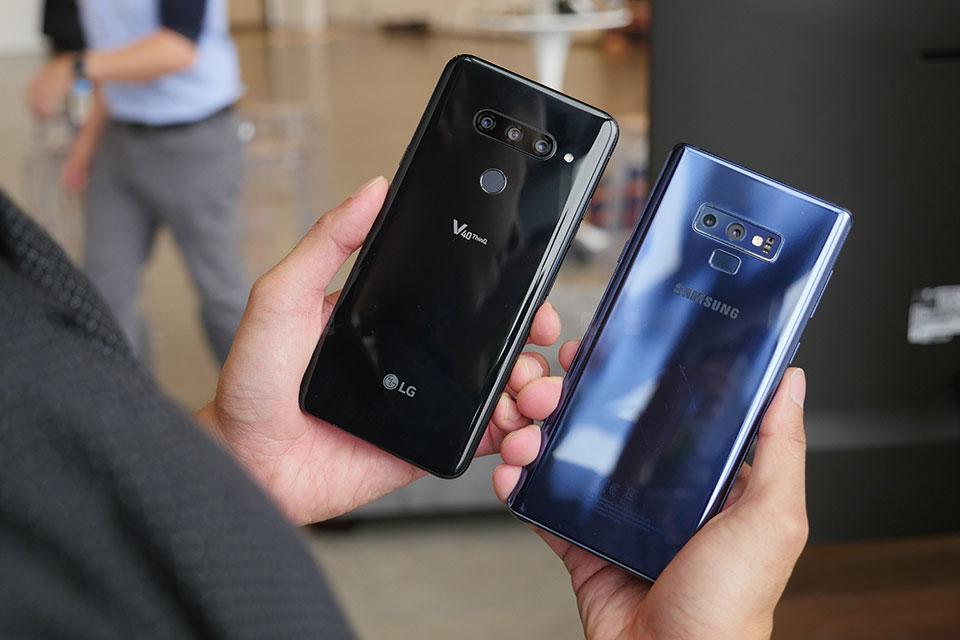 So sánh nhanh Galaxy Note9 vs LG V40 ThinQ: đồng hương đọ dáng