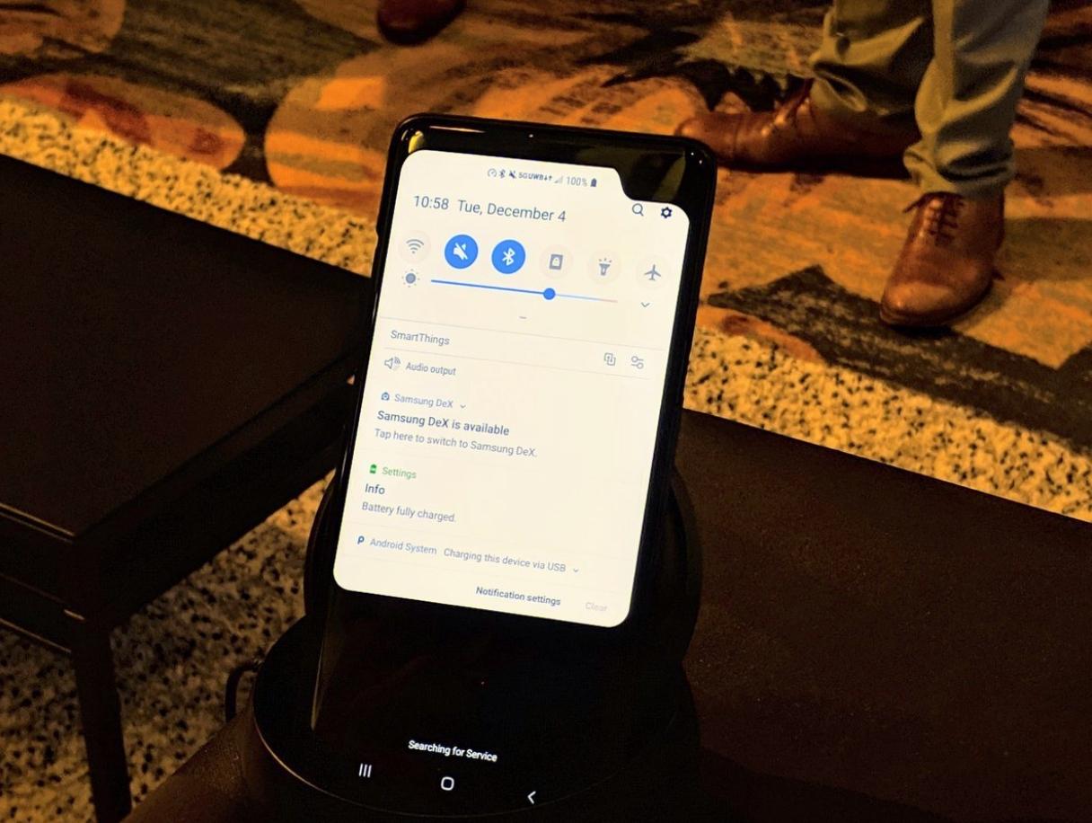 Smartphone demo 5G của Samsung lại xuất hiện với phần khoét cạnh rất to