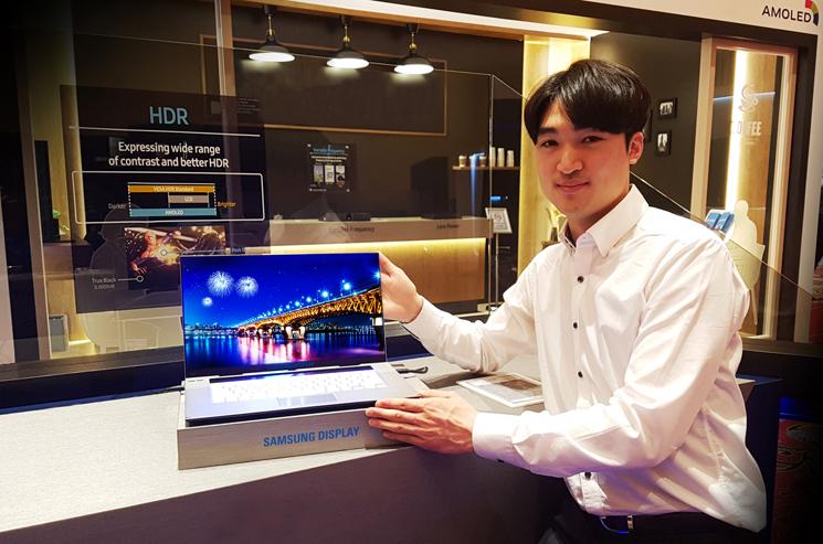 Samsung giới thiệu màn hình 15.6 inch OLED 4K UHD cho Máy tính xách tay