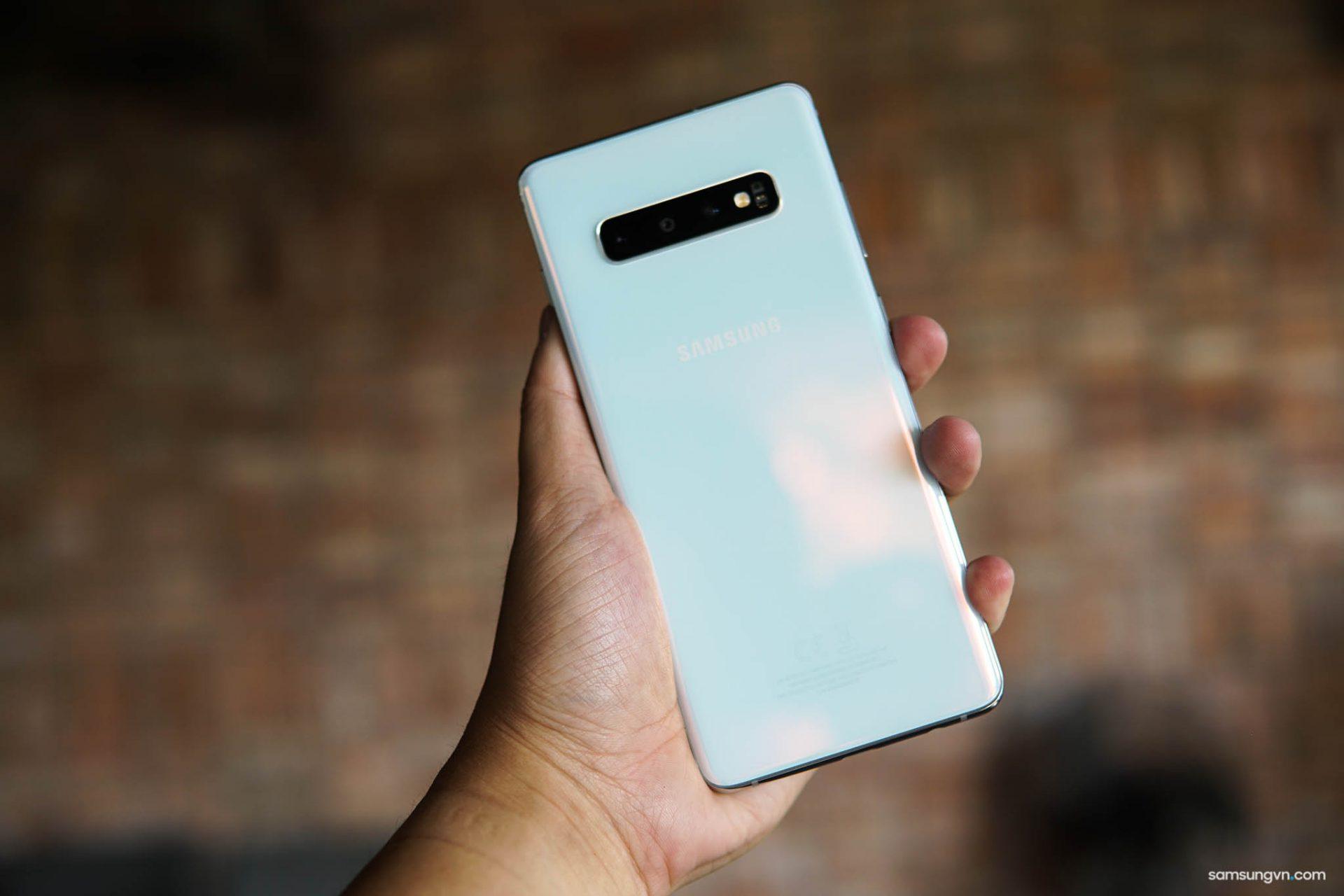 Sức hấp dẫn không thể chối từ! Với hơn 5.000 khách đặt mua Galaxy S10 khiến CellphoneS phải ngừng chương trình đặt cọc vì cháy hàng!