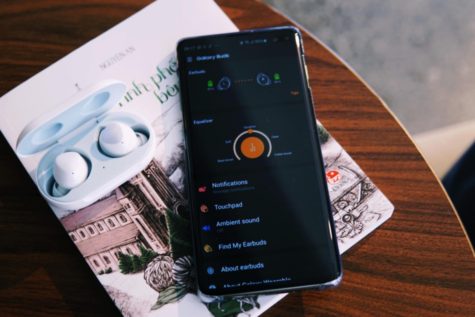 Đánh giá Galaxy Buds: chất âm AKG, kết nối thông minh, sạc không dây, món quà giá trị khi đặt mua Galaxy S10 | S10+