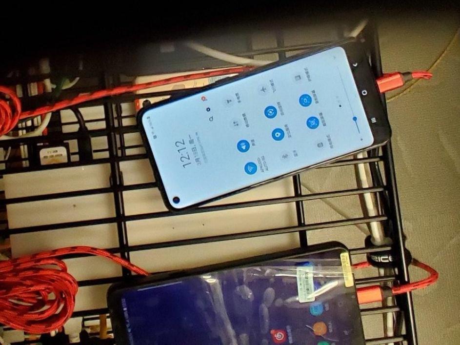 """Lộ diện Galaxy A40 cùng Galaxy A60 với màn hình """"nốt ruồi"""" Infinity-O sắp ra mắt"""