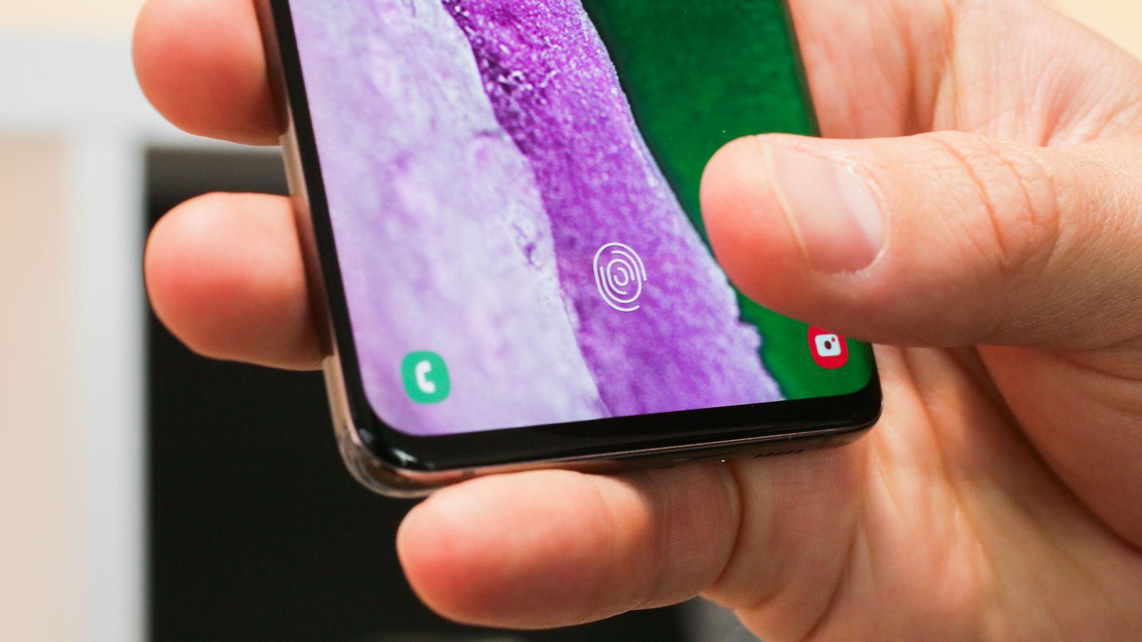 Vân tay siêu âm trên Galaxy S10 | S10+ có cập nhật mới: nhanh hơn, chính xác hơn!