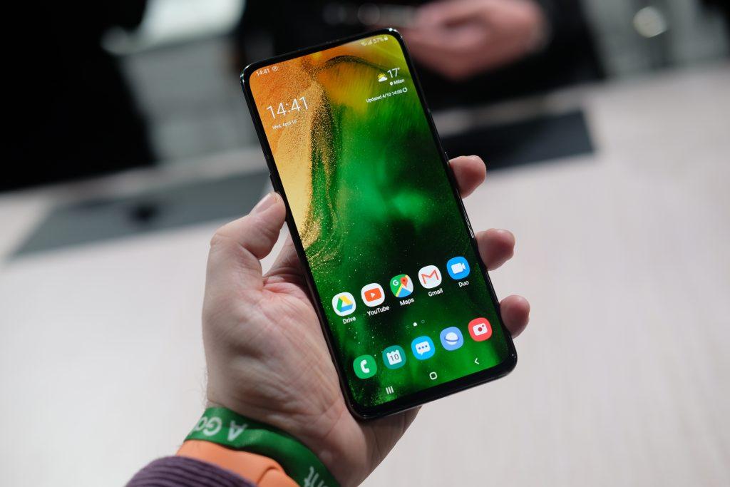 Samsung xác nhận đang phát triển công nghệ camera ẩn hẳn bên dưới màn hình