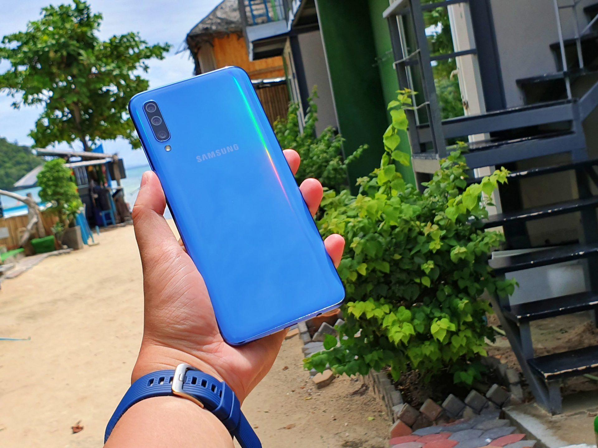 Galaxy A70 theo chân mình đi du lịch khắp Thái Lan cả ngày hè mà không cần sạc?